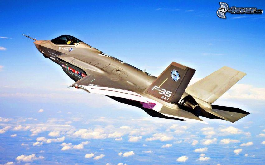 F-35 Lightning II, ponad chmurami