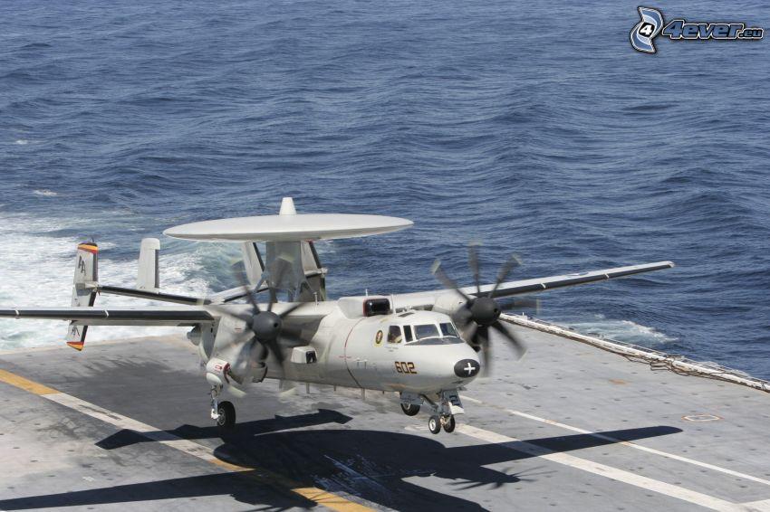 Grumman E-2 Hawkeye, morze, lotniskowiec