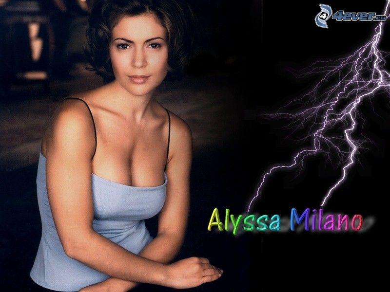 Alyssa Milano, niebieska koszula, piorun