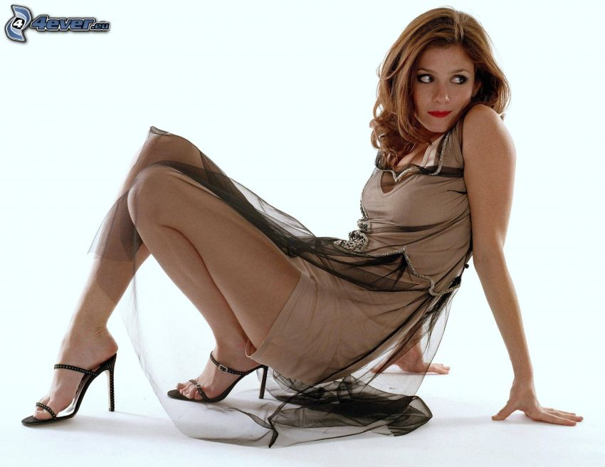 Anna Friel, sukienki