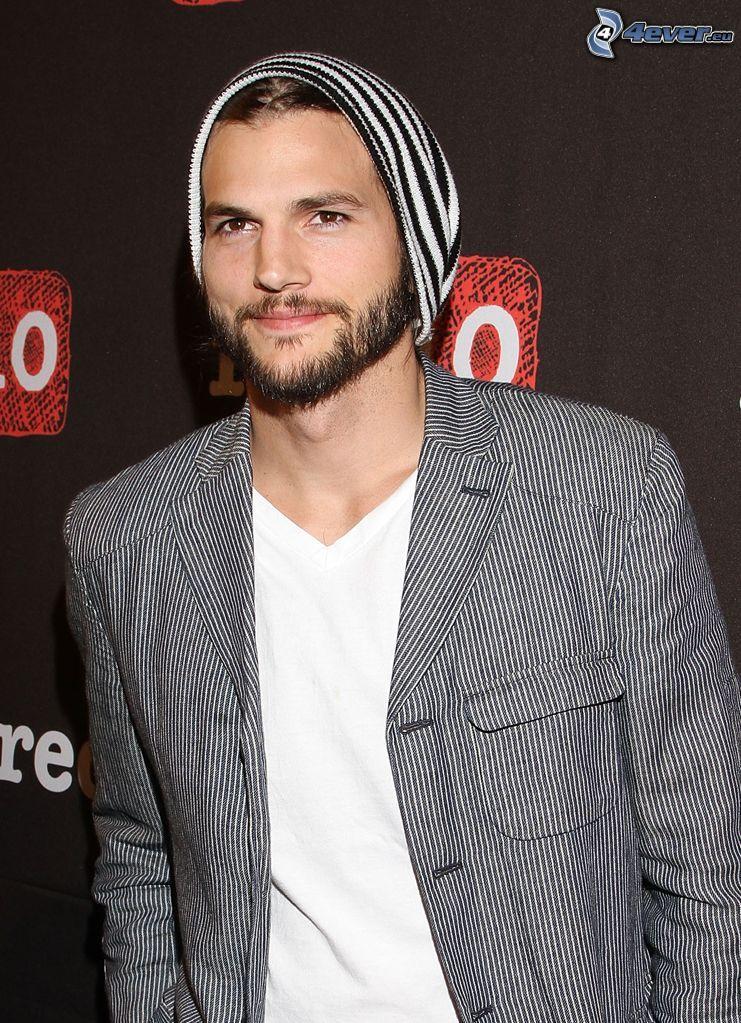 Ashton Kutcher, broda, czapka, marynarka