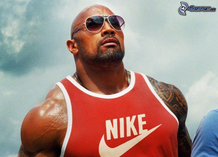 Dwayne Johnson, mężczyzna w okularach, Nike