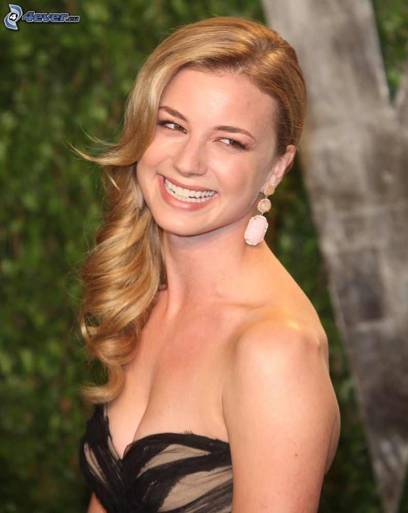 Emily VanCamp, śmiech