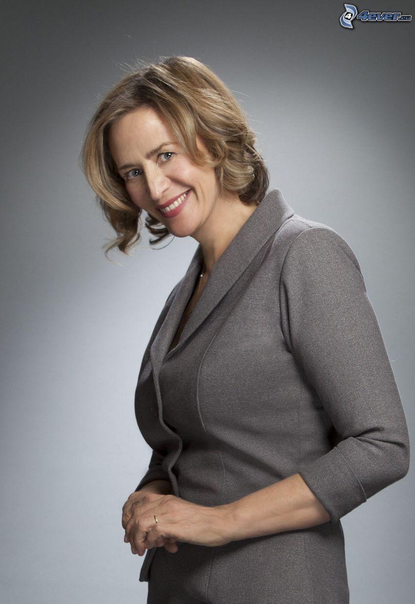 Janet McTeer, uśmiech, marynarka
