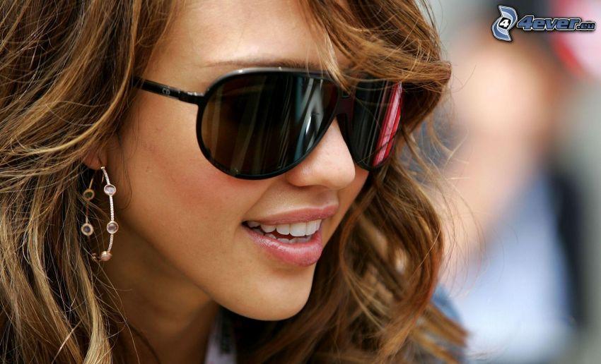 Jessica Alba, okulary przeciwsłoneczne