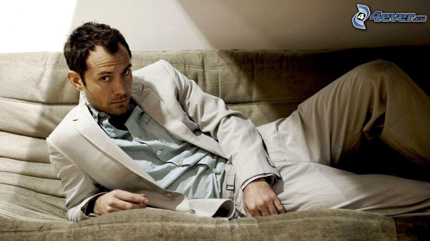 Jude Law, sofa