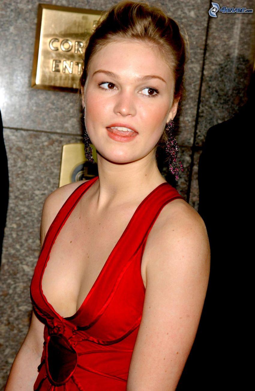 Julia Stiles, czerwona sukienka