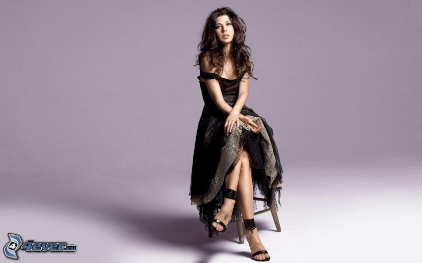 Marisa Tomei, czarna sukienka