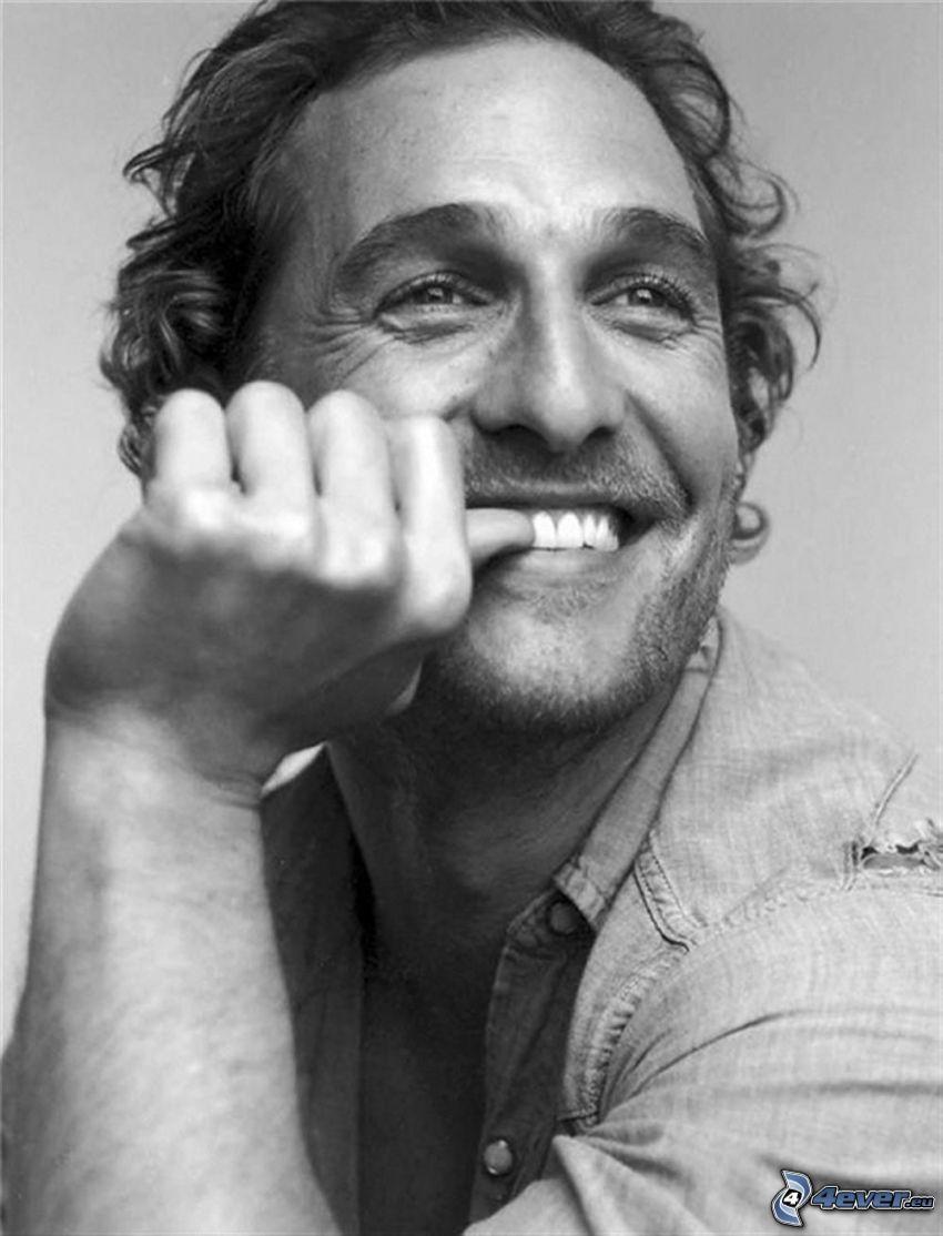 Matthew McConaughey, uśmiech, czarno-białe zdjęcie