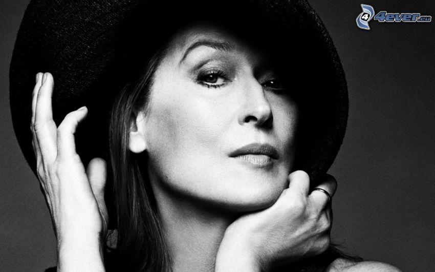 Meryl Streep, kapelusz, czarno-białe zdjęcie