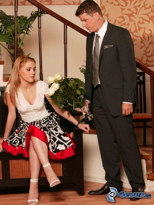 mężczyzna i kobieta, bukiet róż, mężczyzna w garniturze