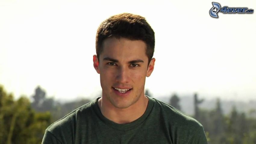 Michael Trevino, uśmiech