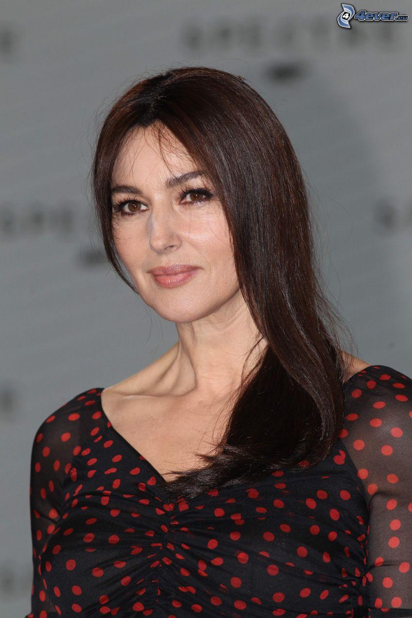 Monica Bellucci, sukienka w kropki