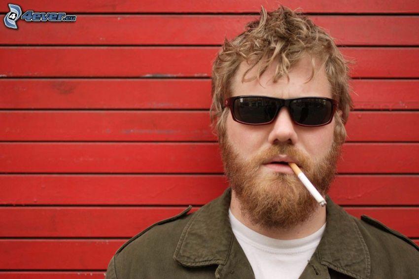Ryan Dunn, papieros, okulary przeciwsłoneczne