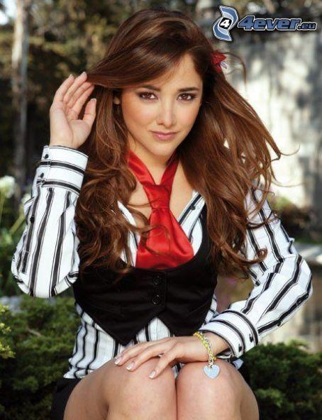 Sherlyn, brunetka