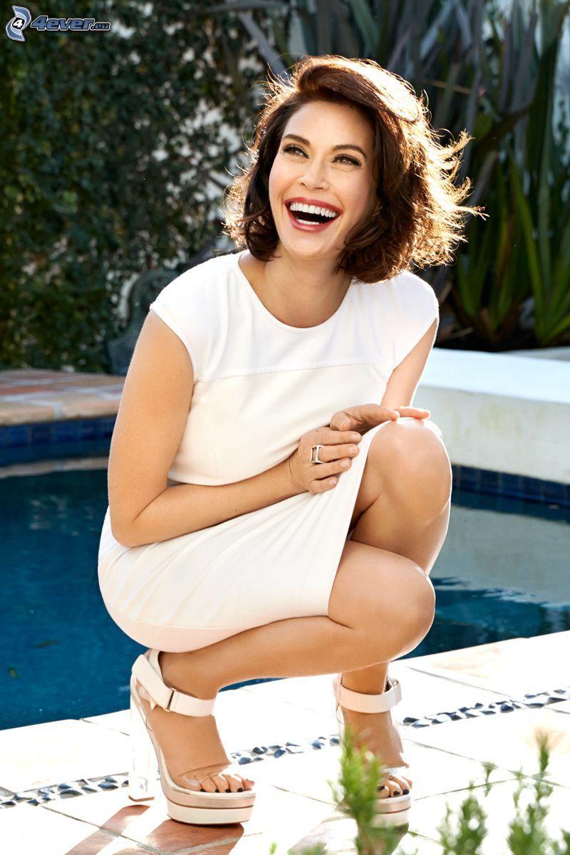 Teri Hatcher, śmiech, kobieta przy basenie