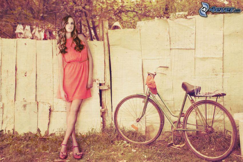 brunetka, rower, płot, stare zdjęcie, sepia