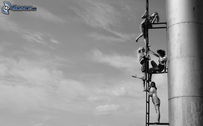 kobiety, drabina, komin, czarno-białe zdjęcie