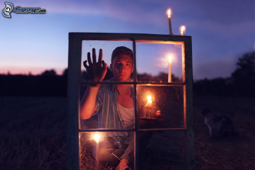 mężczyzna, okno, Świeczki