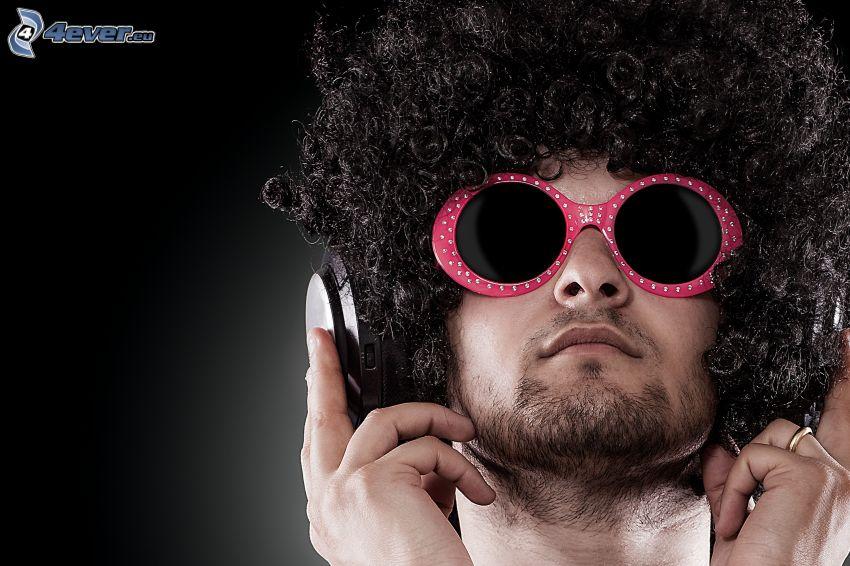 mężczyzna, peruka, okulary przeciwsłoneczne, słuchawki