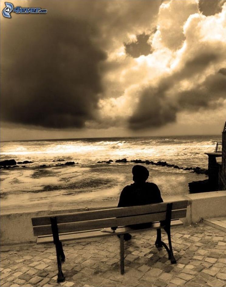 mężczyzna na ławeczce, samotność, odpoczynek, fale