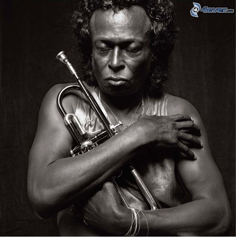 Miles Davis, trąbka, czarno-białe zdjęcie