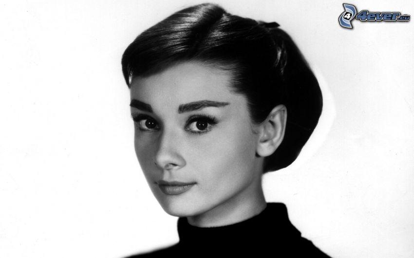 Audrey Hepburn, czarno-białe zdjęcie