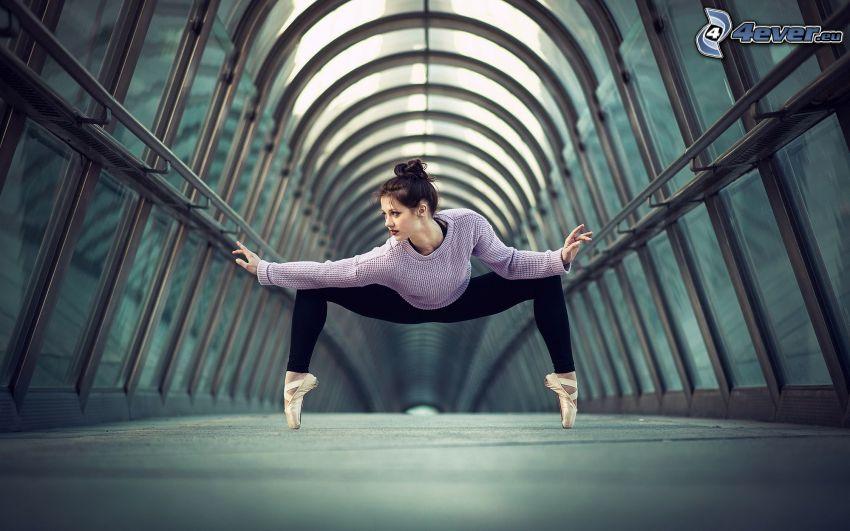 baletnica, brunetka, tunel