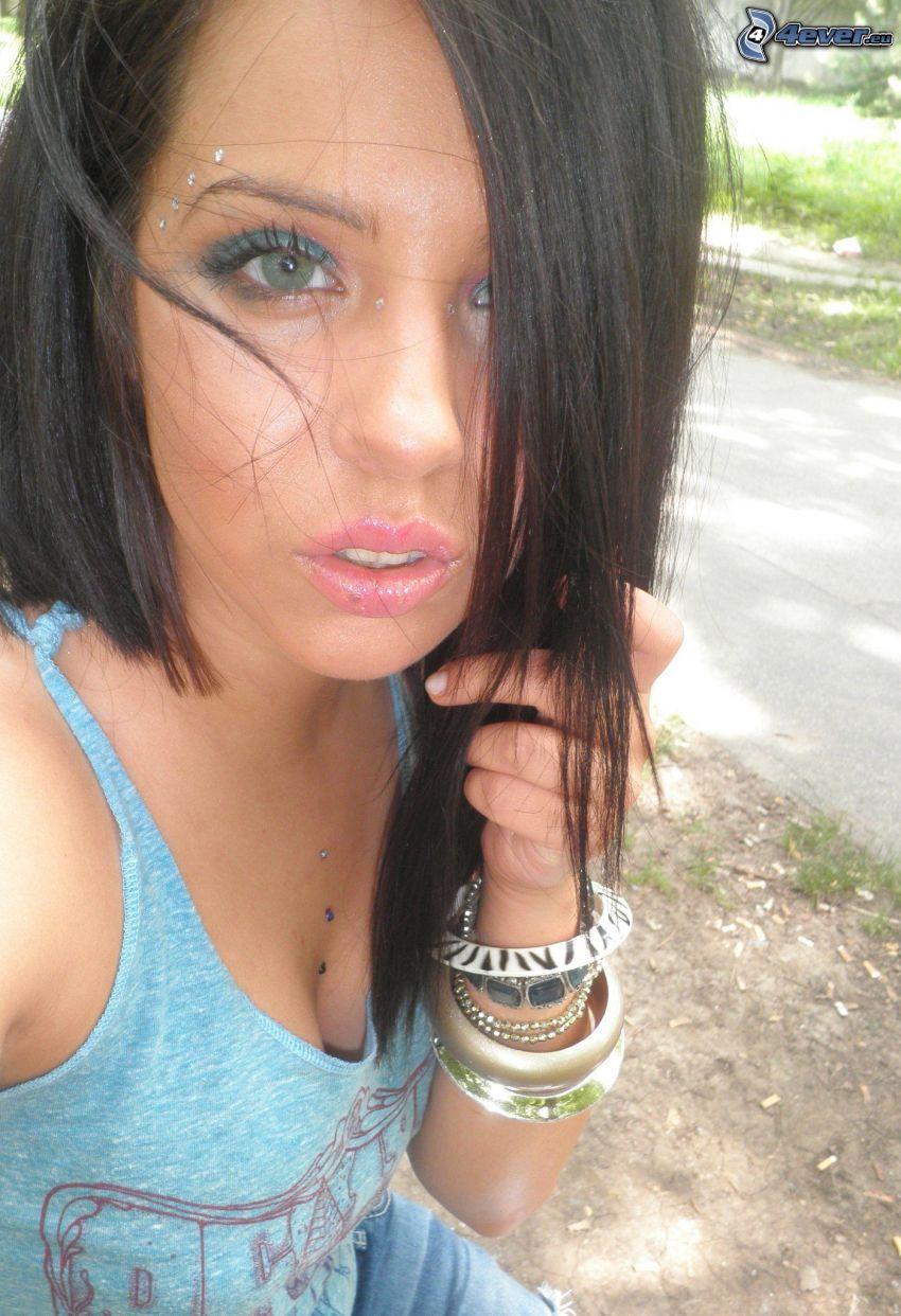 brunetka, kobieta, branzoletki, piercing