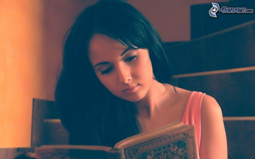 brunetka, książka, schody
