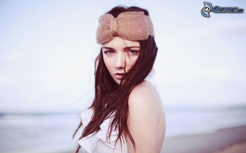 brunetka, opaska