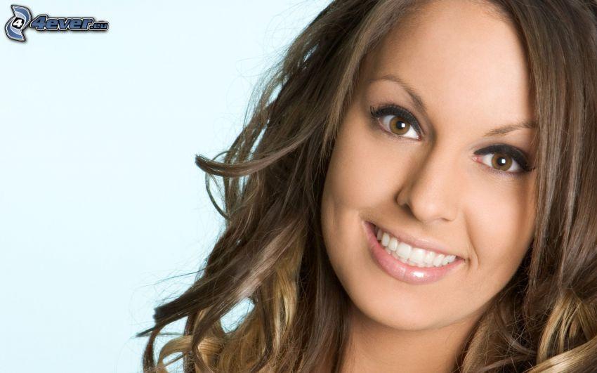 brunetka, uśmiech
