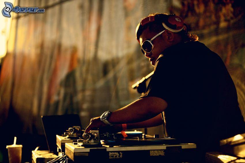 DJ Rocky, konsola dyskdżokeja, muzyka