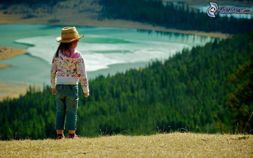 dziewczynka, kapelusz, widok na krajobraz