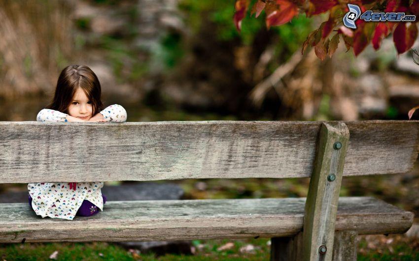 dziewczynka, ławeczka, dzieci na ławeczce