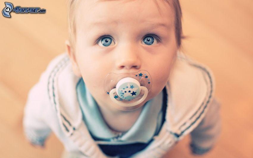 niemowlak, smoczek, niebieskie oczy