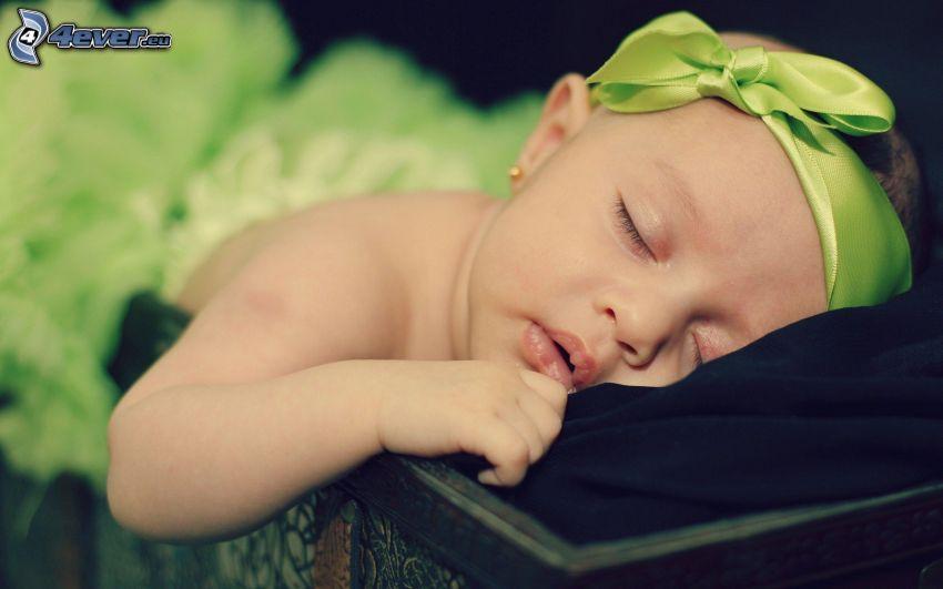 śpiące dziecko, dziewczynka, wstążka