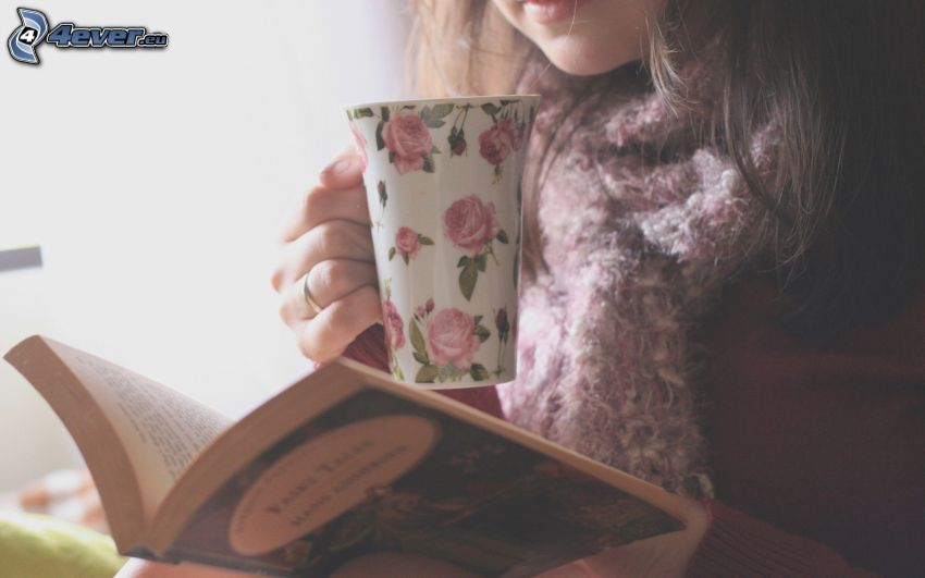 dziewczyna z książką, filiżanka