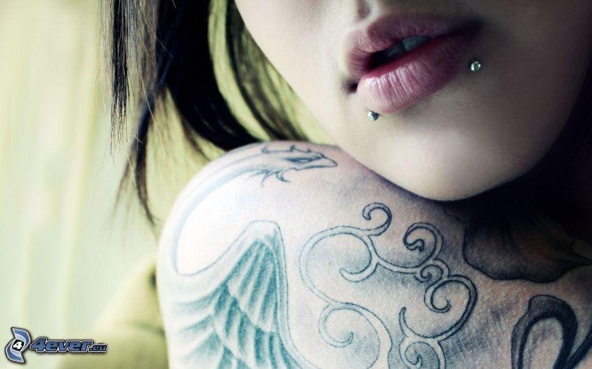 kobieta, z tatuażem, piercing, usta