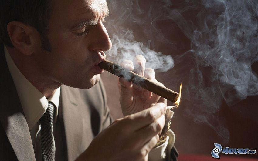 mężczyzna, cygaro, dym, zapałka, płomień