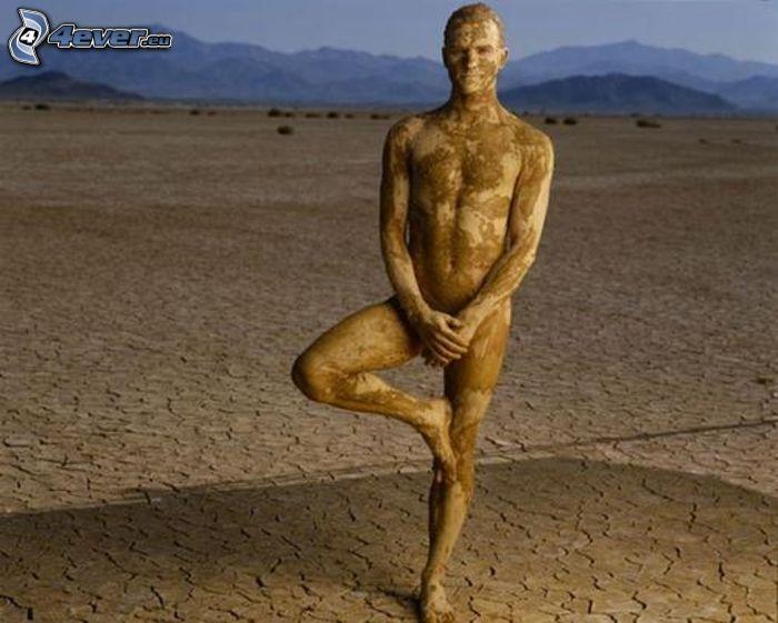 mężczyzna na pustyni, sztuka, błoto