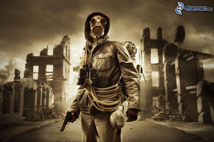 mężczyzna z pistoletem, maska gazowa, lornetka