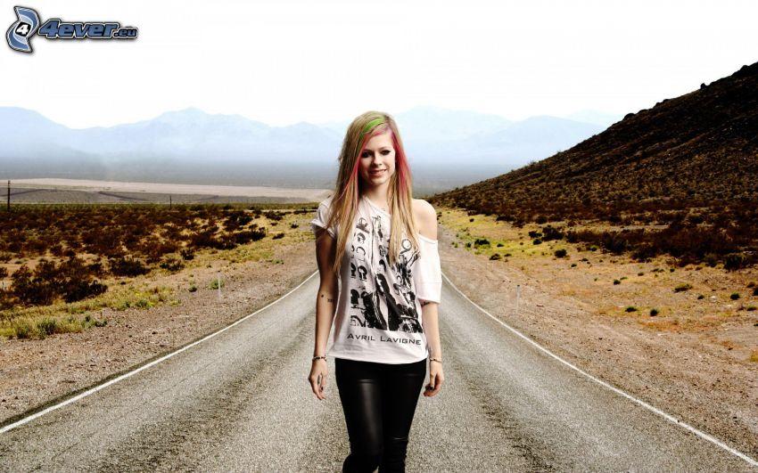 Avril Lavigne, piosenkarka, ulica