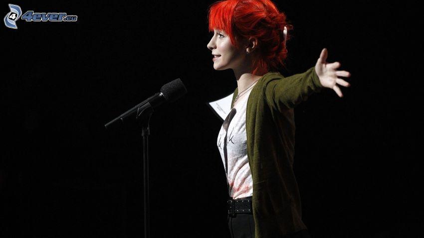 Hayley Williams, mikrofon, rudowłosa
