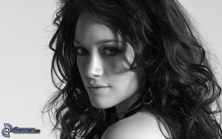 Hilary Duff, czarno-białe zdjęcie