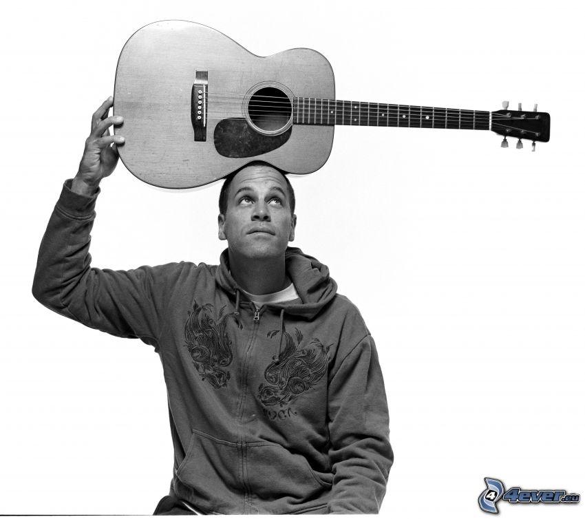 Jack Johnson, gitara, czarno-białe zdjęcie