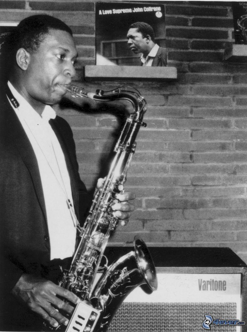 John Coltrane, saksofonista, czarno-białe zdjęcie