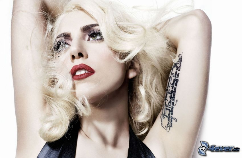 Lady Gaga, tatuaż na ręce