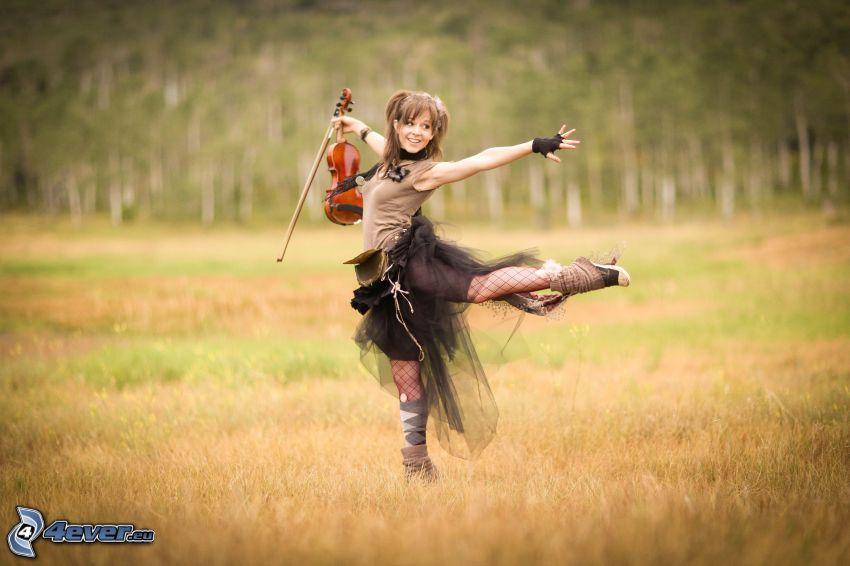 Lindsey Stirling, dziewczyna na łące, skrzypce