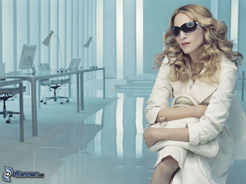 Madonna, biuro
